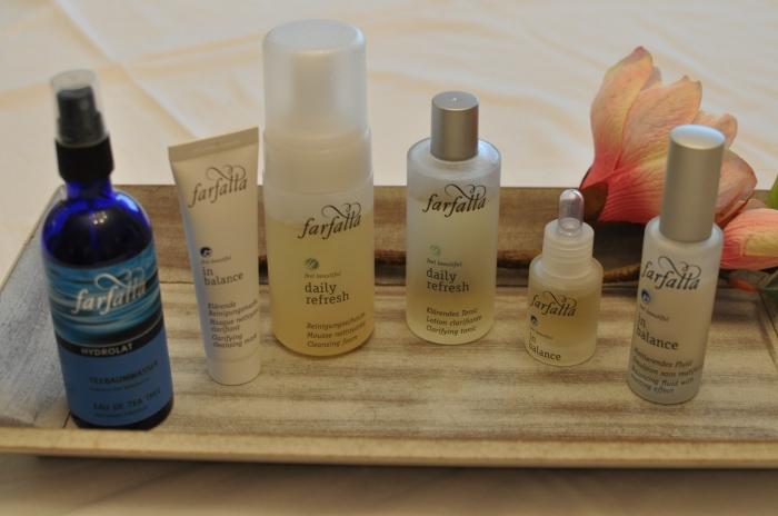 von links nach rechts: Hydrolat, Reinigende Maske, Reinigungsschaum, klärendes Gesichtswasser, Serum